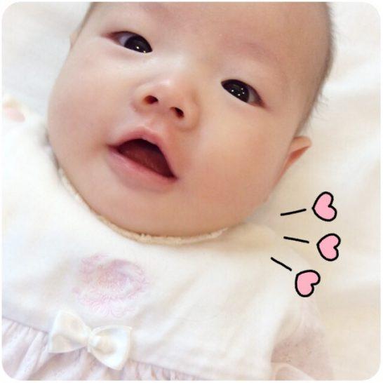 目がキラキラな赤ちゃんの写真画像